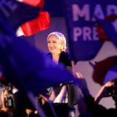 Le Pen kupfert bei Fillon ab
