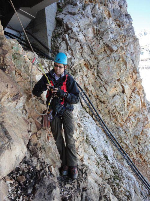 Geologe Rufus Bertle arbeitet in luftiger Höhe. Fotos: Bertle
