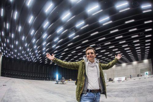 Georg Burtscher in der neuen Location. In der neuen Messehalle in Dornbirn wird die Interactive West über die Bühne gehen. Foto: VN/Steurer