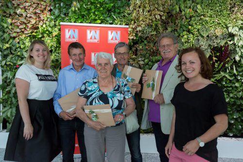 Gewinnspiel-Preisübergabe: Natalie Maitz von Rhomberg Reisen mit Karl-Heinz Bilgerie, Alma Lichtenberger, Hans Paul Fischer, Johann Lobnig sowie Mathilde Wild.  VN/RP