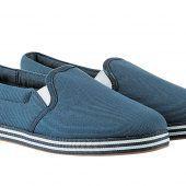 """<p class=""""caption"""">Gut zu Fuß: Bequeme Sneakers mit gestreifter Gummisohle. Erhältlich bei C&A um 12,90 Euro.</p>"""