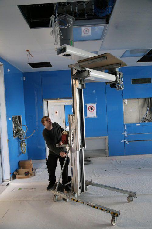 Im August sollen die ersten Operationen im neuen Trakt stattfinden.