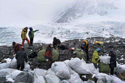 Insgesamt wurden vier Tonnen Müll gesammelt. Foto: AP