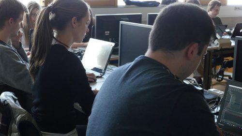 Interessierte Jugendliche können sich ab sofort für das Code Base Camp bei Russmedia anmelden. Foto: FH Vorarlberg