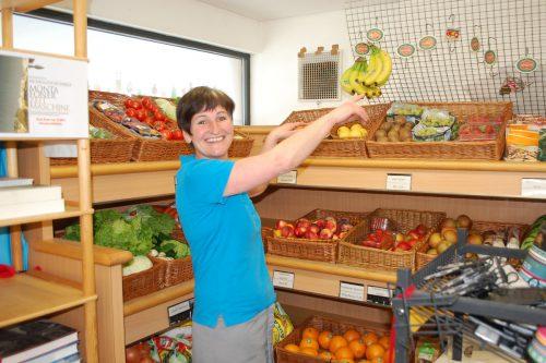 Ivonne Vallaster wird den Dorfladen nach dem Umbau weiterhin betreiben. Foto: str