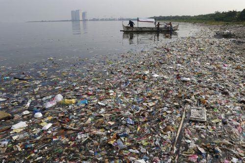 Jährlich landen rund acht Millionen Tonnen Plastik im Meer.  Reuters