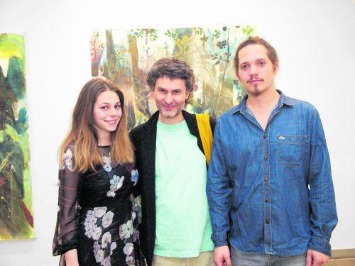 Leonie Hirn gemeinsam mit Künstler Mitja Ficko und Vernissageredner Calvin Mechora. Fotos: sie