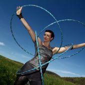 Die Hula-Hoop-Akrobatin