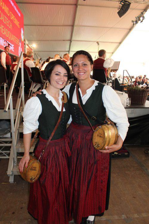 Marketenderinnen: Sarah Bereuter (l.) und Rebecca Schwärzler.
