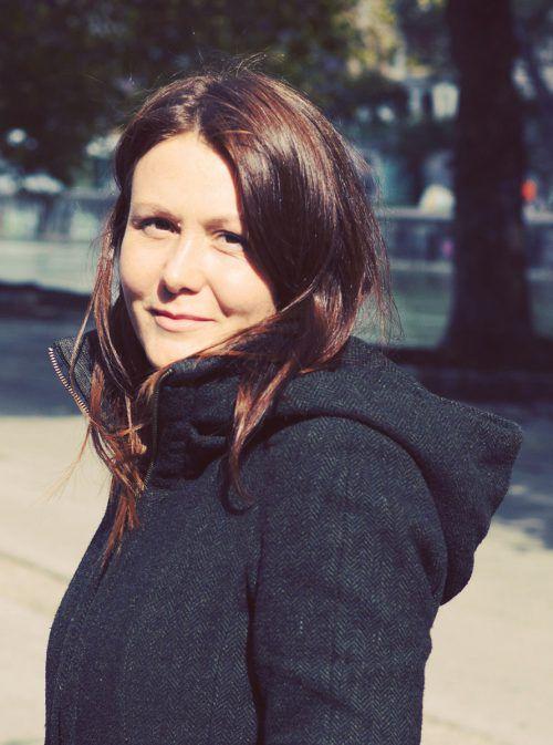 Mascha Dabic weiß, wovon sie Nora reden lässt, ist sie doch selbst Übersetzerin für Literatur aus dem Balkanraum. Foto: Verlag/Jorghi PoLL