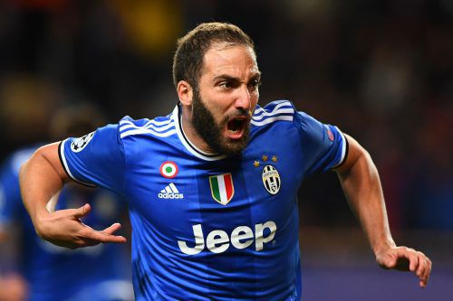 Mit seinen beiden Treffern hat der Argentinier Gonzalo Higuain seiner Mannschaft, Juventus Turin, die Tür ins Endspiel weit aufgestoßen. Foto: afp