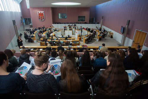 Nachdem am Mittag Mitterlehners Rücktritt bekannt wurde, gerieten einige politische Debatten im Landtag in den Hintergrund.