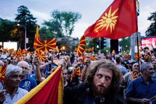 Nationalistische Demonstranten verkünden ihren Unmut. AFP