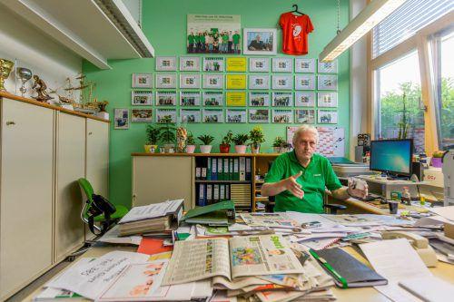Norbert Loacker im VN-Interview in seinem Büro. Er bastelt bereits an seiner Amtsübergabe. Foto: VN/Paulitsch