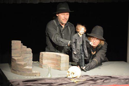"""Pierre Schäfer und Veronika Thieme präsentierten gestern Abend den neuen """"Hamlet"""".  Foto: VN/CD"""