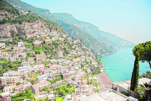Positano ist wohl eines der steilsten Dörfer italiens. Von fast überall hat man einen traumhaften Blick aufs Meer. Foto: B. Rhomberg