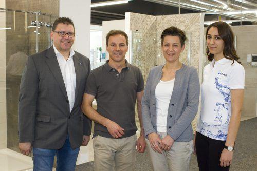 Präsent bei den Endkundentagen: Ausstellungsberater Thomas Gaßner (Geberit), Harald Siegl, Leiterin Birgit Tichy und Merve Yilmaz.  franc