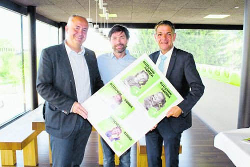 Präsentierten die neuen amKumma Gutscheine: Manfred Böhmwalder (l.), Arno Riedmann und Günter Ender.  Fotos: Franc