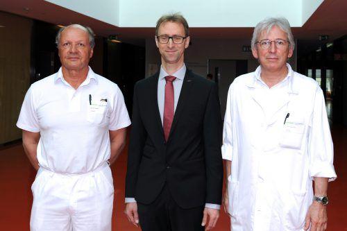 Primar Winfried Heinzle, sein Nachfolger Dr. Arno Martin und Chefarzt Primar Neunteufel. Foto: Stadt