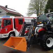 Löschfahrzeug und Traktoren eingeweiht