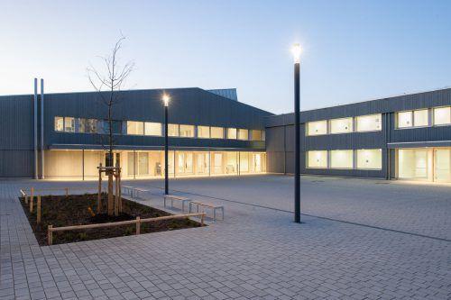 Rund 1000 Schüler können im Unterricht die Atmosphäre eines heimeligen Holzbaus genießen. Foto: carolin Hirschfeld