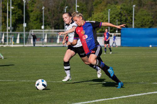 Sabrina Horvat (r.) scheute sich beim 0:0 im Duell mit ihrem Exklub Staad vor keinem Zweikampf. Hepberger