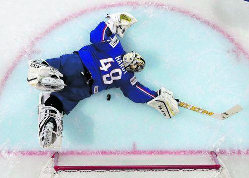 """""""Save"""" des Turniers? Ex-Dornbirn-Torhüter Florian Hardy verhinderte dank einem starken Reflex mit seinem Stock ein Tor für Finnland, die Franzosen gewannen das WM-Duell mit 5:1.  Foto: Reuters"""