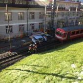Vater fuhr mit Söhnen gegen Zug