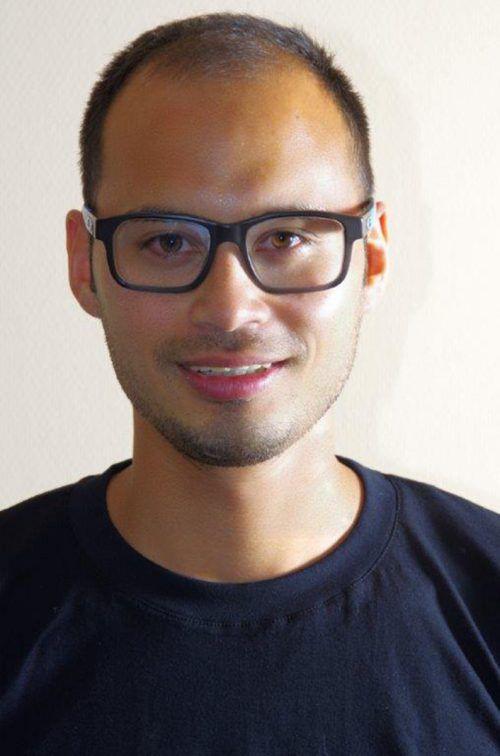 Selbst trägt Simon Jäger eine pflegeleichte Frisur. Anderen zaubert er gerne auch Kunstvolles aufs Haupt. Foto: jäger