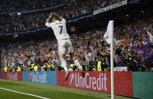 Torero Cristiano Ronaldo! Der Real-Stürmer erledigte im Stadtduell Atlético mit drei Treffern im Alleingang. Foto: Reuters