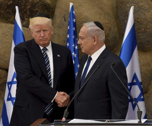 Trump mit dem israelischen Premier Benjamin Netanjahu.  AP