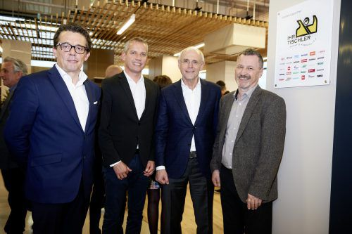 WK-Präsident Hans Peter Metzler, Joachim Leissing, Wolfgang Blum (beide Haberkorn) und Innungsmeister Karl Baliko). Foto: firma/hagen