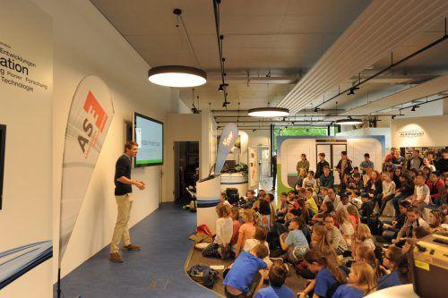 Zahlreiche Nachwuchstüftler präsentierten ihre Ideen zum Thema nachhaltige Mobilität. Foto: ASE