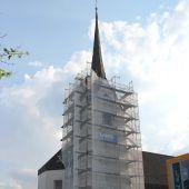 Kirchturm in Schnifis wird derzeit saniert