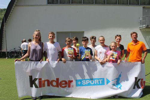 Das Siegerteam des BG Dornbirn (v. l.): Nina Auer, Matteo Miessgang, Niklas Keck, Jonas Keck, Tobias Wiesinger, Luca Greppi, Kaelie Auer und Laura Fuchs mit Petra Nindl (Betreuerin).