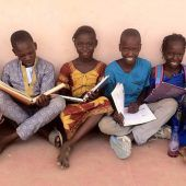 Bücherflohmarkt für Jugendliche in Senegal