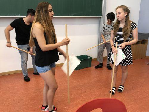 Die Mittelschüler haben im Rahmen des Projekts ihr eigenes Theaterstück einstudiert. Fotos: lcf