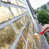 Hausfassade wird vergoldet