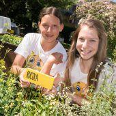 Schüler öffnen Garten