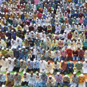 Millionen Muslime feiern Eid al-Fitr