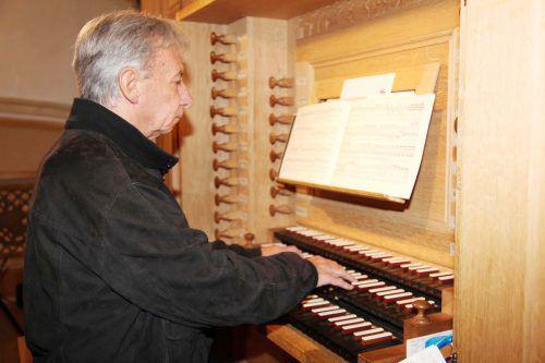 Organist Bruno Oberhammer lädt morgen mit Autorin Doris Zink zu einem Orgelkonzert samt Lesung ein.  Foto: www.meznar.media