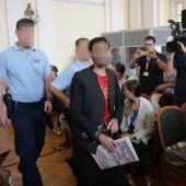 71 Flüchtlinge erstickt: Schlepper vor Gericht