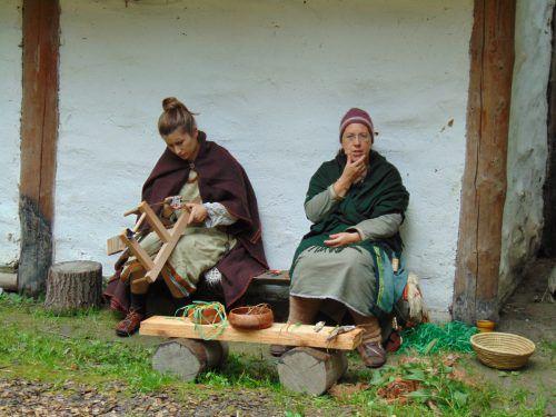 Am Aktionstag Reiseziel Museum wird das nachgebaute Alemannen-Dorf mit Leben erweckt.Foto: MIma