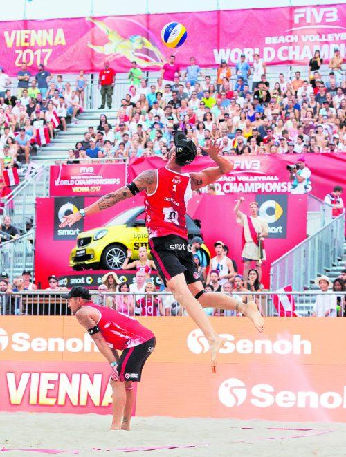 Bei der Beachvolleyball-WM in Wien dem Gruppensieg nahe: Clemens Doppler (r.) und Alexander Horst. Foto: apa