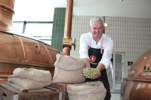 Braumeister Andreas Rosa steht die Vorfreude auf die neue Bierspezialität ins Gesicht geschrieben.Foto: VN/js