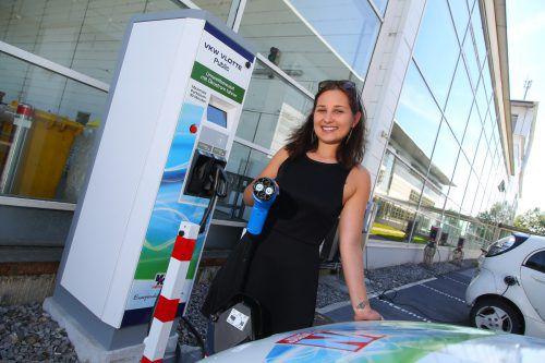 Auf Vorarlbergs Straßen sind über 2700 Elektroautos unterwegs.VN/Hartinger