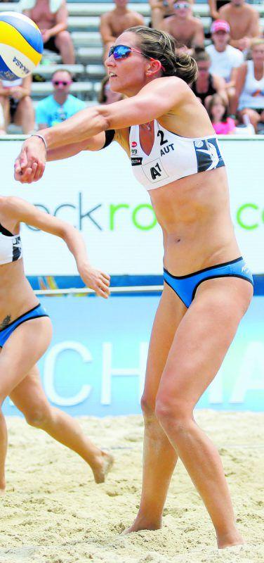 Cornelia Rimser (Bild) und Lena Plesiutschnig eröffnen heute in Wien für Österreich die Heim-WM. Foto: gepa