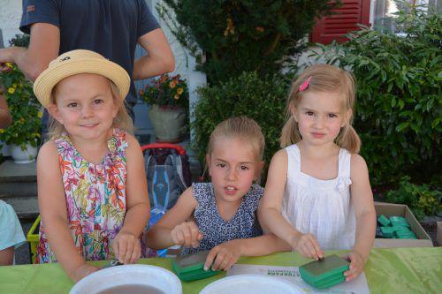 Das Steineschleifen mit den Naturpark-Rangern war der große Hit für die Kinder.Foto: Gemeinde Doren
