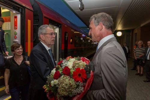 Der Bregenzer Bürgermeister Markus Linhart begrüßte Van der Bellen am Bregenzer Bahnhof. Foto: VN/Paulitsch