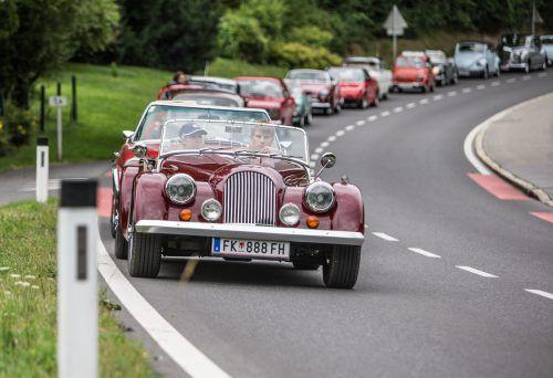 """Alte Autos sind immer ein Blickfang. Natürlich auch bei """"Drive2help"""". VN/Sams"""